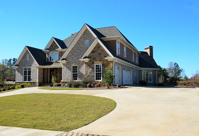 How to Widen Driveway With Pavers